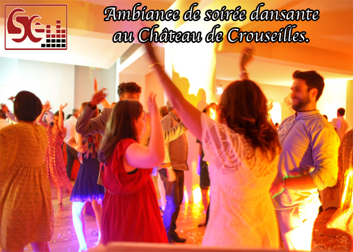 ambiance de soiree dansante dj djette musique bras en l air piste de danse danseurs mariage dj sud evenements sonorisation mariage wedding