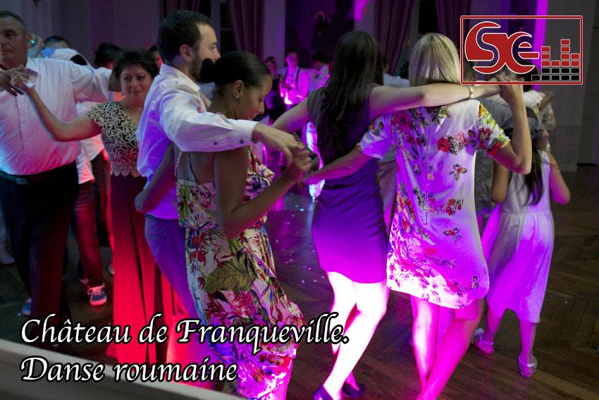 danse roumaine chateau de franqueville bizanos mariage franco-roumain
