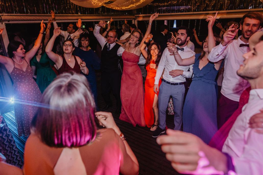 piste de danse ambiance de soiree dansante dynamique danseurs musique sud evenements sonorisation lumieres musique dj