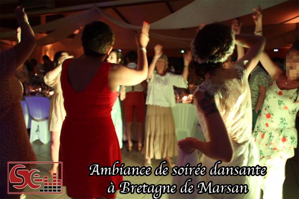 ambiance musicale de soiree dansante piste de danse bretagne de marsan dj djette sud evenements sonorisation ouverture de bal maries mariages bras en l air landes bayonne